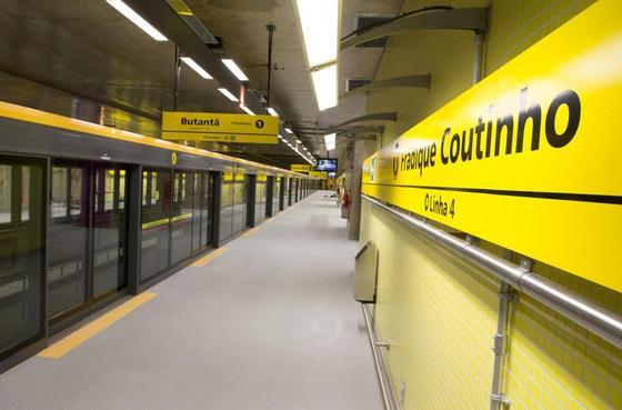 normalmente Estação Fradique Coutinho Linha 4-Amarela