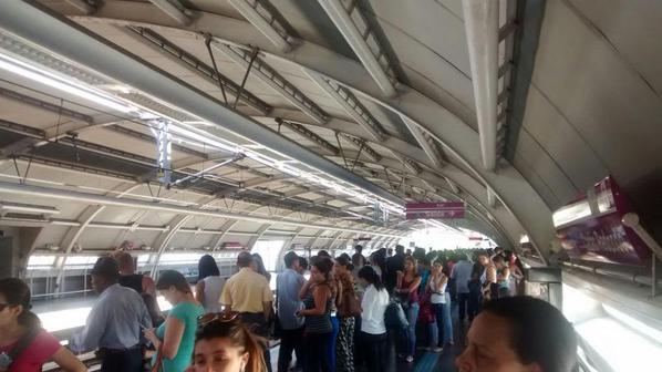 Plataforma de embarque da estação Capão Redondo. Créditos: André Souza