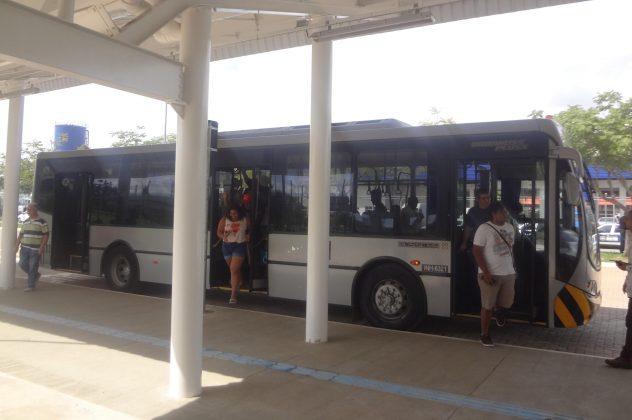 ônibus de traslado estação