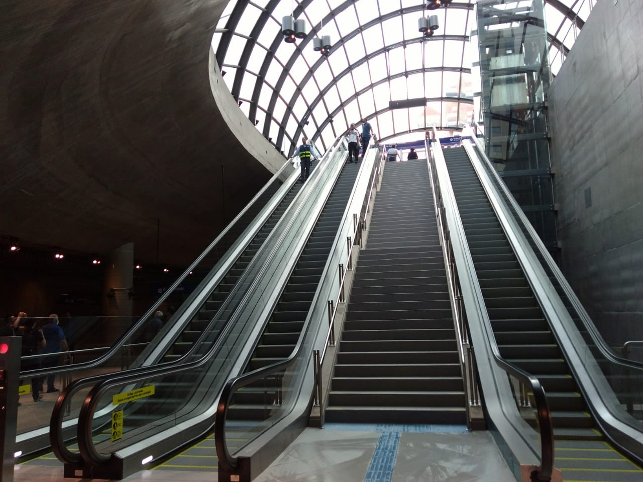 escadas estação moema