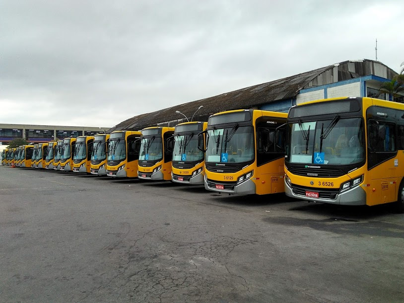 ônibus novos amarelos