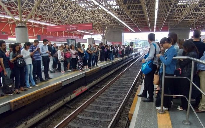 Linha 3-Vermelha Volta do feriado Metrô Itaquera Linha 3-Vermelha