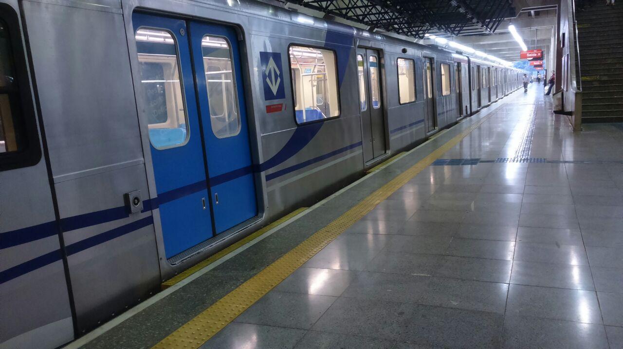 estação do metrô de sp feriado