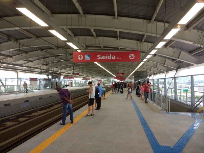 de passageiros plataforma da estação Aeroporto Guarulhos Linha 13-Jade Bonsucesso