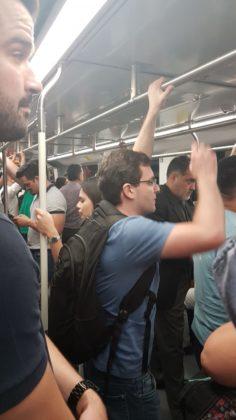 trem bastante cheio linha 15