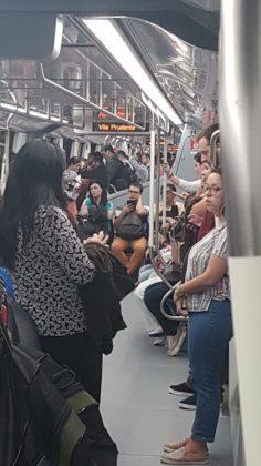 trem continua enchendo