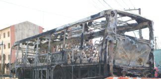 Ônibus da Radial Transporte incendiado em Poá