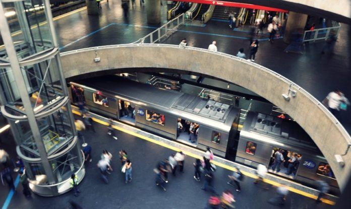 Equipamentos de proteção Coronavírus Estação Sé do Metrô Linha 1-Azul Linha 3-Vermelha