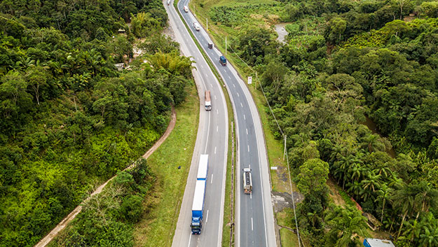 Trânsito na Régis Bittencourt BR-116 Rodovia Régis Bittencourt