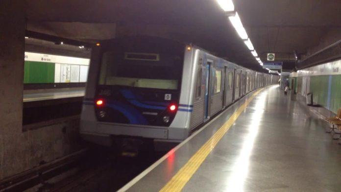 Linha 1-Azul Trem na estação Vergueiro Linha 1-Azul