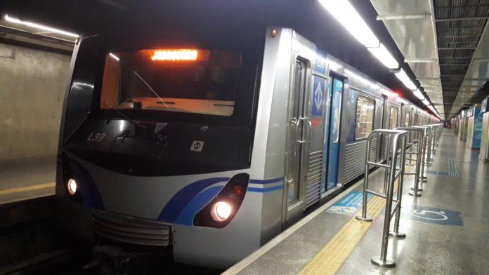 Trem na Estação Luz Linha 1-Azul