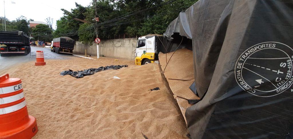 Caminhão Carga de Areia Marginal Pinheiros
