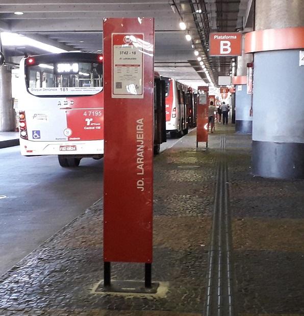 Ponto de ônibus Jardim Laranjeira