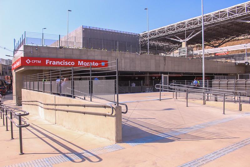 Frente da estação