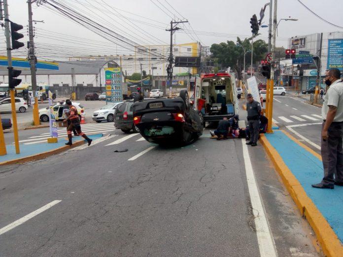 Carro Avenida Paulo Ayres