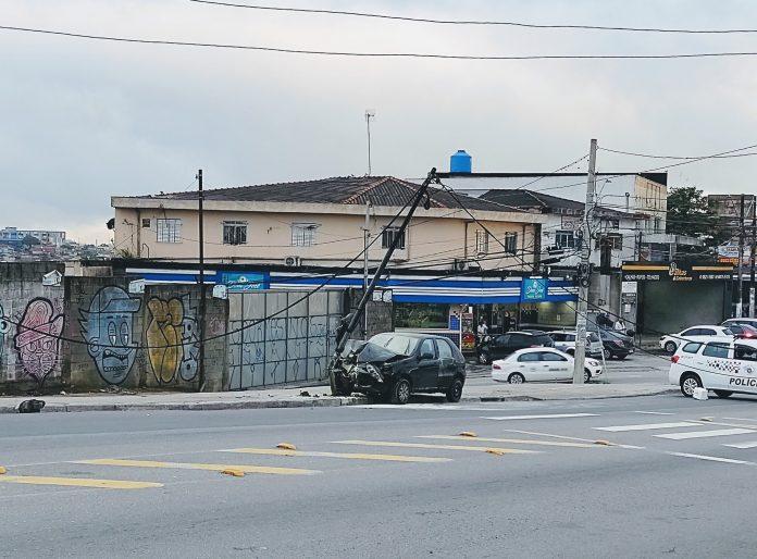Acidente Poste Estrada Itapecerica
