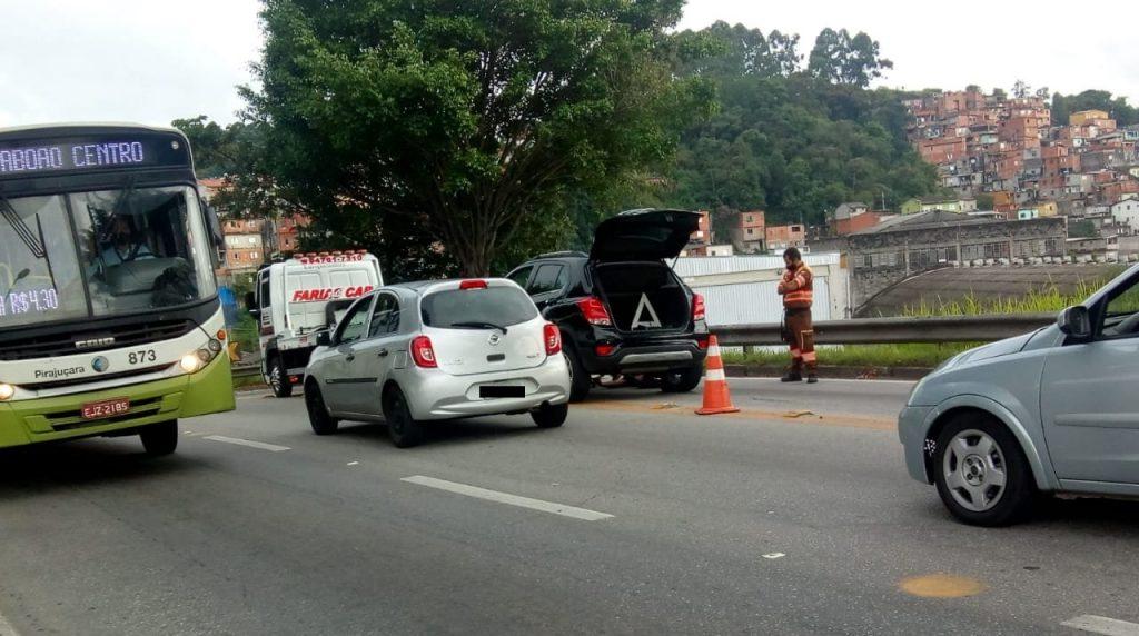 Carro quebrado Viaduto