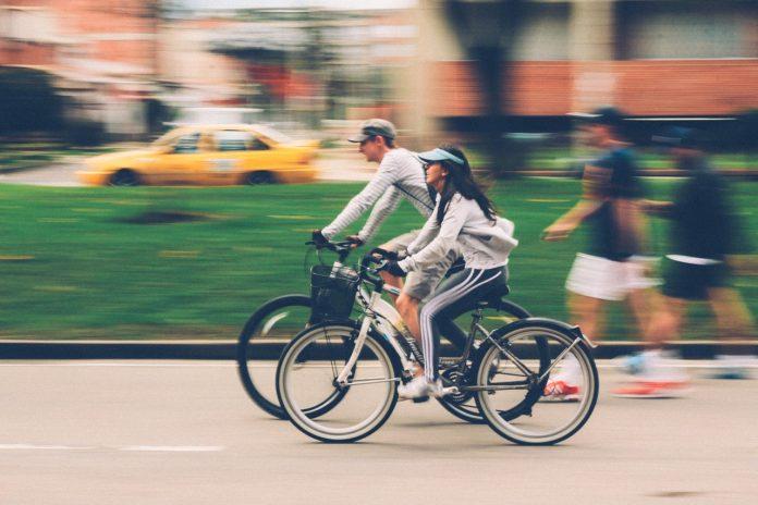 Bicicleta Elétrica Andando