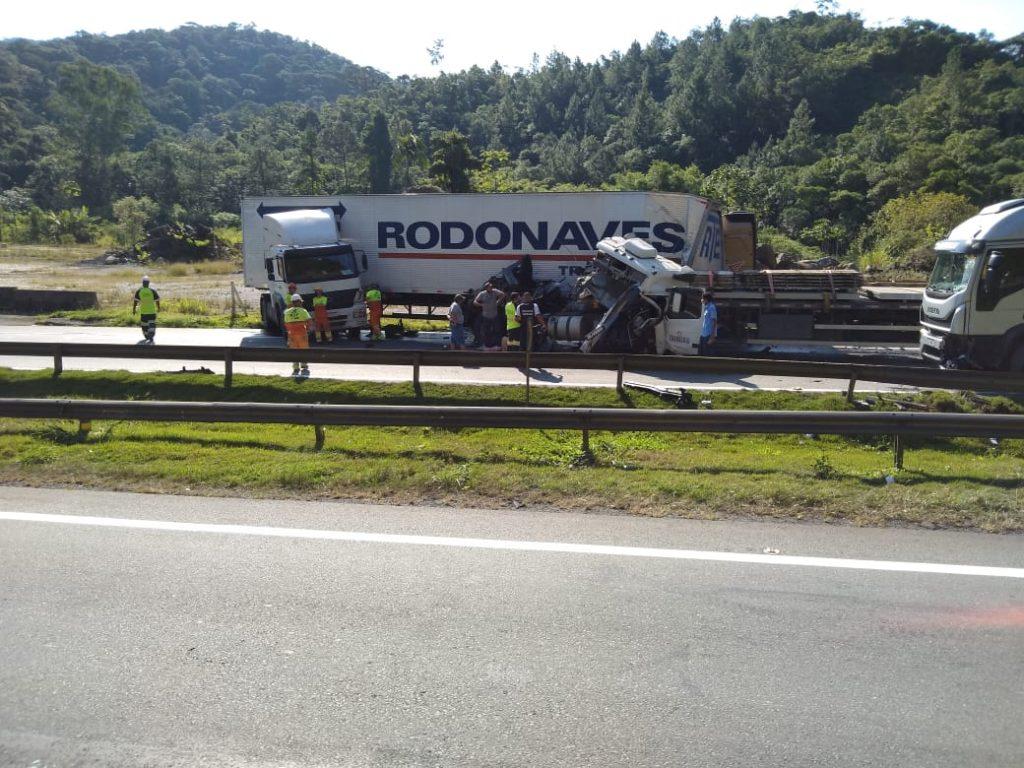 Caminhão Miracatu Acidente