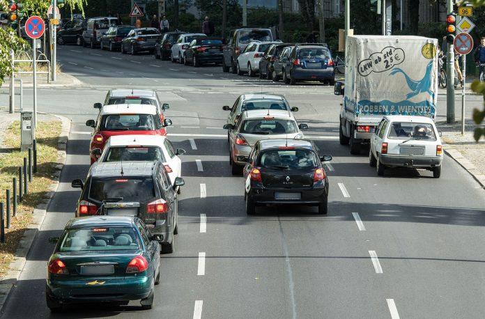Trânsito e carros